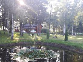 Poilsis prie ežero sodyboje.