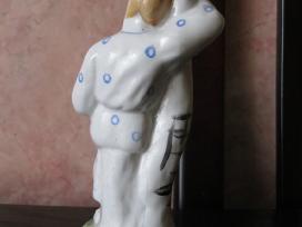Porceliano statulele .zr. foto.