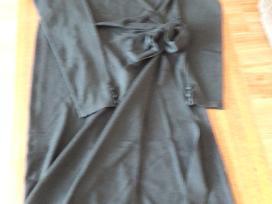 Parduodama juodo trikotažo suknelė