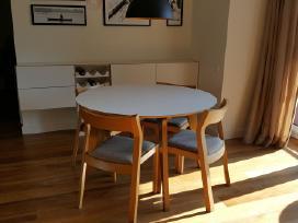 Valgomojo komplektas - stalas, komoda, kėdės.