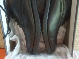Parduodami puikūs batai berniukui