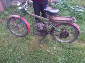 Perku mopeda ar motorini dvirati riga ar panasius.