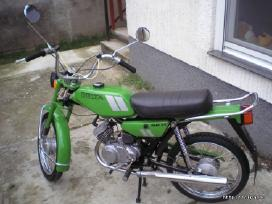 Perku mopeda ar motorini dvirati ryga ar panasu