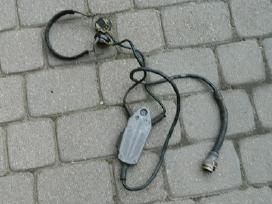 Kariskas mikrofonas su ausinem