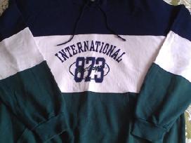 Džemperis su kapišonu ir ilgom rankovėm