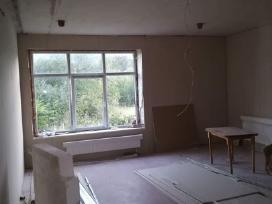 Parduodamas pradėtas remontuoti butas