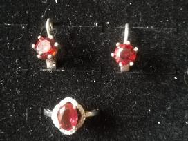 Sidabrinio 925 prabos žiedo ir auskarų rinkinys