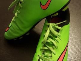 Nike futbolo bateliai