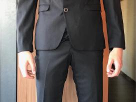 Berton juodas kostiumas