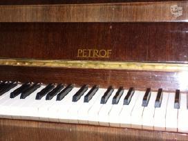 Pianinas Petrof