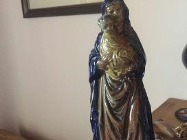 Pirksiu sv marijos ar jezaus statulele