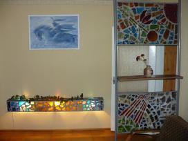 Vitražinis šviestuvas ir vitražinė sienelė