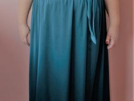 Didelio dydžio proginė suknelė.