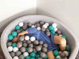 Kamuoliukų baseinai su 150 kamuoliukais
