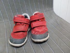 Raudoni sporbatukai 23 dydis