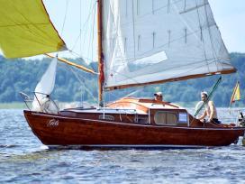 Klasikinė jachta Nordic folkboat, raudonmedis.