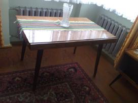 Vintažinis čekiškas lakuotas medinis stalas