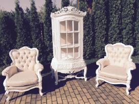 Indauja, vitrina, krėslai, lovelė, kėdės, stalas