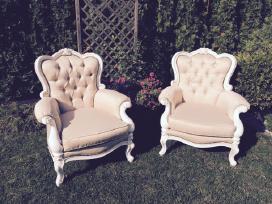 Krėslai, lovelė, stalas ir kėdės