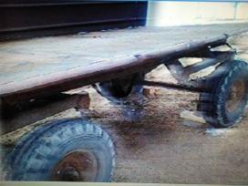 Perku seną traktorinę priekabą, padargus.