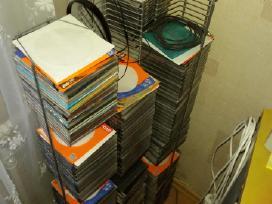 Du stovai, kompaktiniu disku laikymui.14euru.