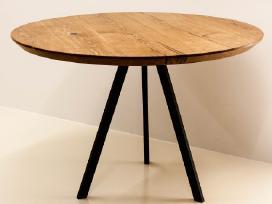 Apvalus ąžuolinis stalas metalinėmis kojomis