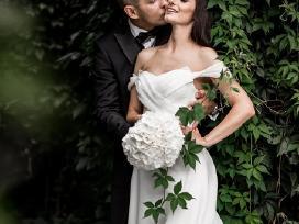 Išskirtinė ekstravagantiška vestuvinė suknelė