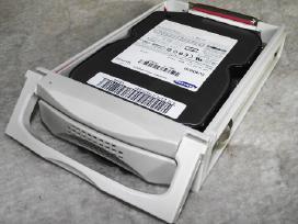 Ištraukiamas iš kompo stalčius su išorinių diskų