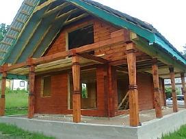 Rąstinių namų, pirčių, pavesinių statyba.