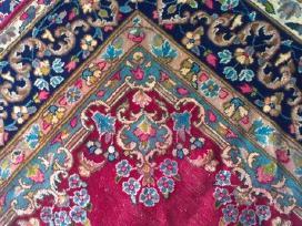 Persiskas ranku risimo antikvarinis  kilimas
