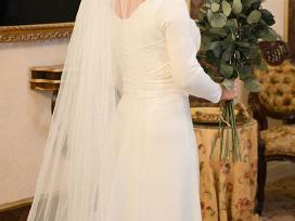 Nuotakos suknelė ilgomis rankovėmis