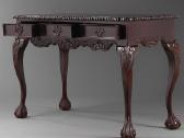 Nauji klasikiniai drožinėti stalai