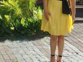 Daili geltona suknelė