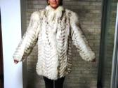 Balti šiaurės lapės kailiniai ir kepurė