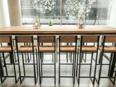 Ąžuolo masyvo ir metalo baldai restoranams
