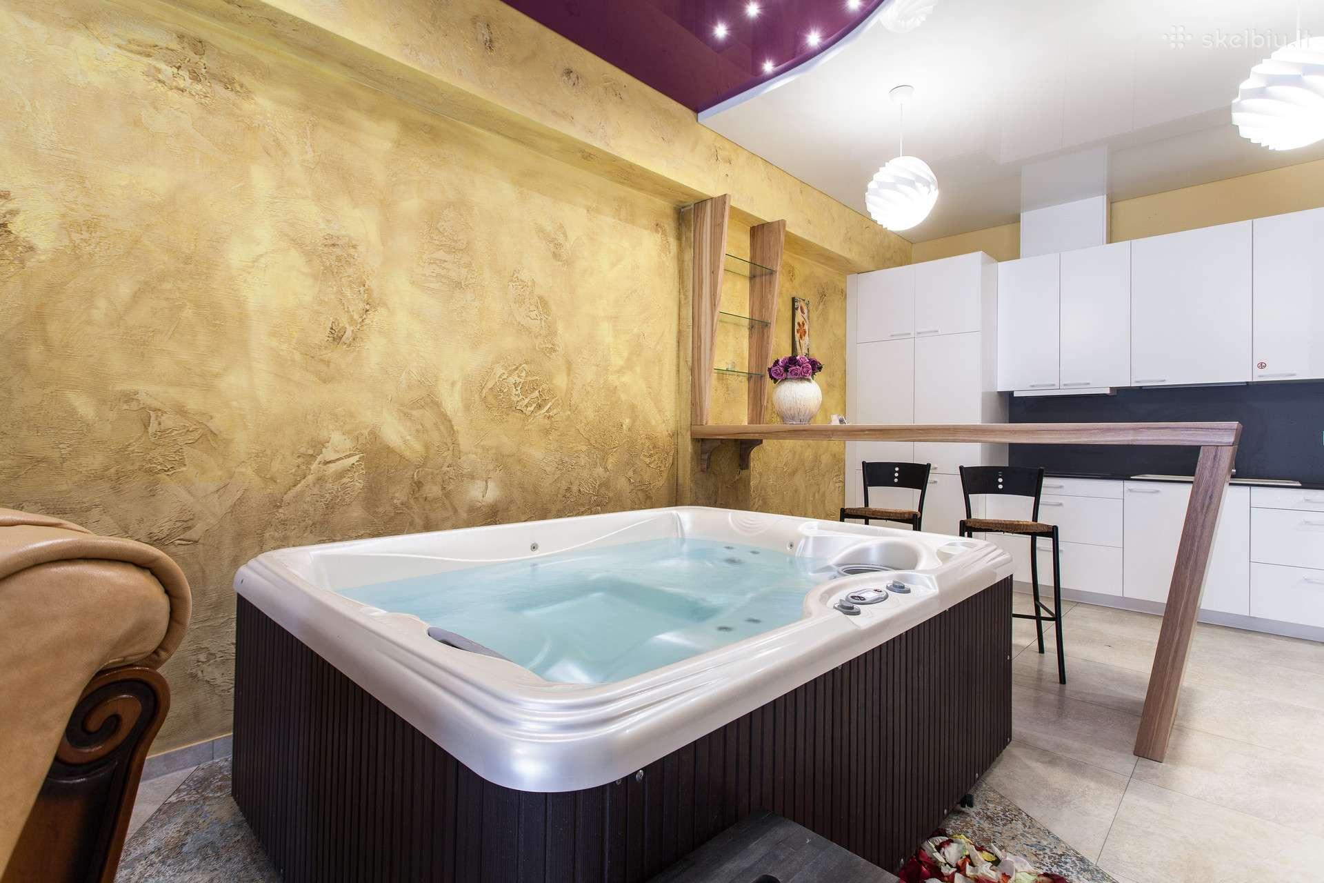 Jacuzzi Interior.Apartamentu Nuoma Su Sauna Ir Jacuzzi Dzakuzi